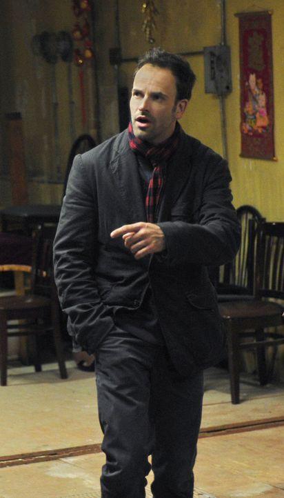 Ermittelt, um den Mörder eines Universitätsprofessors zu stellen: Sherlock Holmes (Jonny Lee Miller) ... - Bildquelle: CBS Television