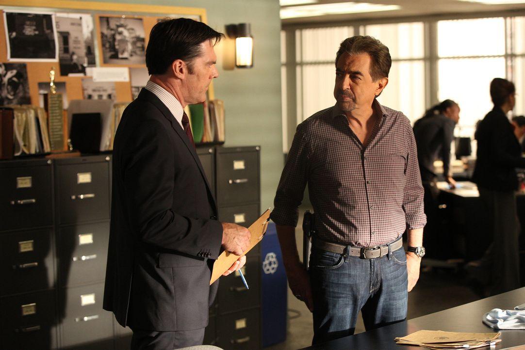 Geben alles, um einen neuen Fall aufzuklären: Hotch (Thomas Gibson, l.) und Rossi (Joe Mantegna, r.) ... - Bildquelle: Monty Brinton ABC Studios