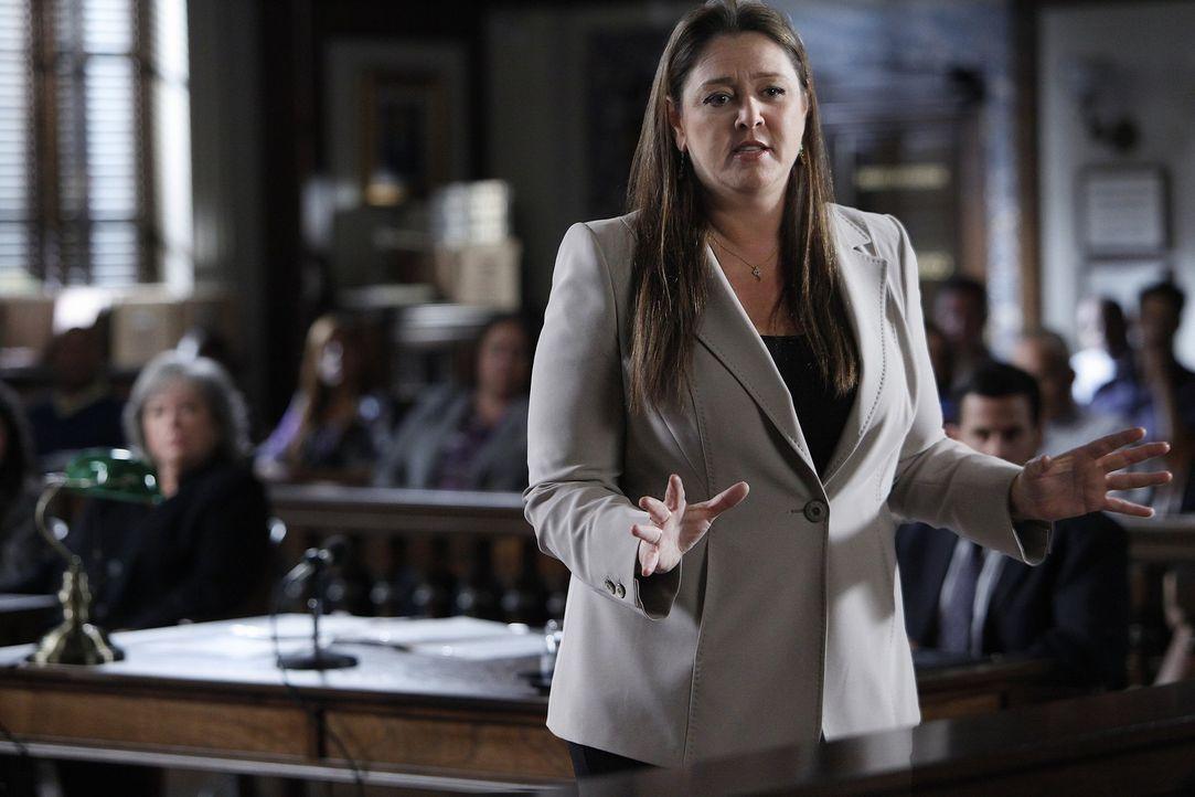 Ist Harrys Kontrahent in einem neuen Fall: Staatsanwältin Mendelsohn (Camryn Manheim) ... - Bildquelle: Warner Bros. Television