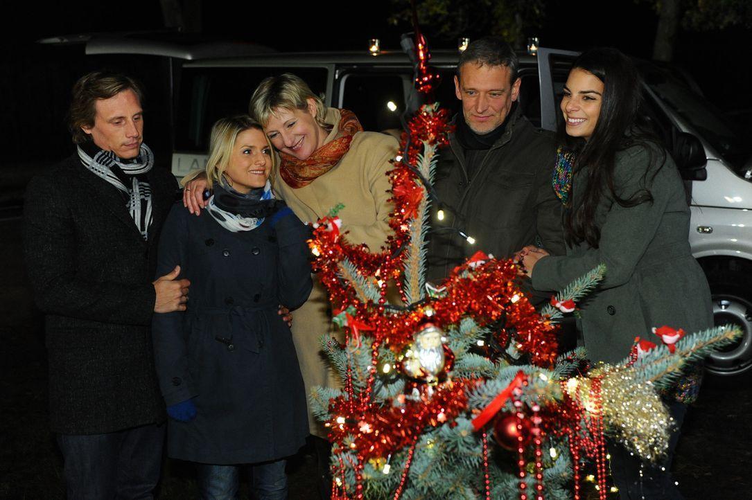 Verbringen Weihnachten ziemlich unkonventionell im Freien: (v.l.n.r.) Tom (Patrick Kalupa), Anna (Jeanette Biedermann), Susanne (Heike Jonca), Ingo... - Bildquelle: SAT.1