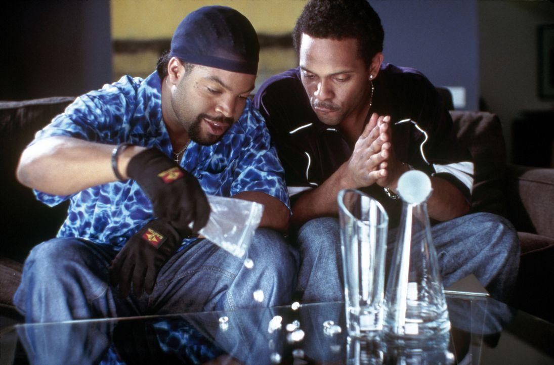 Kopfgeldjäger Bucum (Ice Cube, l.) will endlich Geld ranschaffen. Diese Gelegenheit bietet sich, als er den Kleinganoven Reggie (Mike Epps, r.) wie... - Bildquelle: New Line Cinema