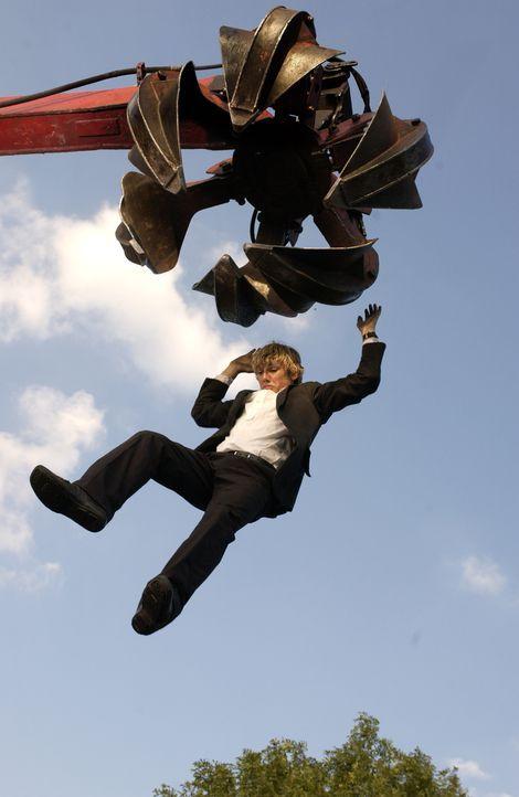 Steil geht's bergab:  Alex (Alex Pettyfer) ... - Bildquelle: Liam Daniel Samuelsons / IoM Film. / Liam Daniel