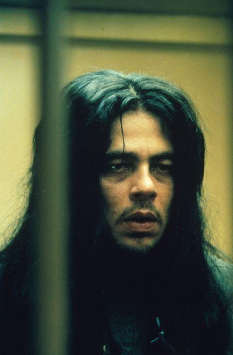 Ein Verdächtiger: der Indianer Toby Jay Wadenah (Benicio del Toro) wurde am Tatort gesehen und ist wegen Vergewaltigung einer Minderjährigen bereits... - Bildquelle: Warner Bros.
