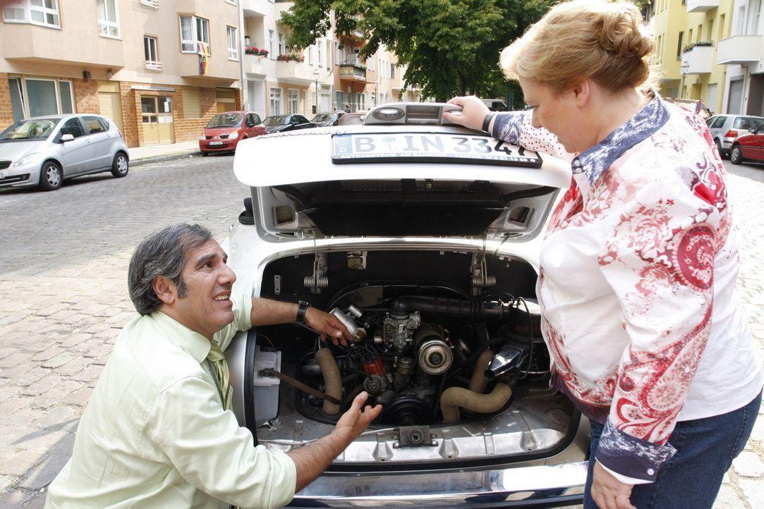 Süleyman (Hussi Kutlucan, l.) und Paula (Regine Hentschel, r.) fiebern aufgeregt ihrer ersten Verabredung entgegen. Aber beim Date geht alles schie... - Bildquelle: SAT.1