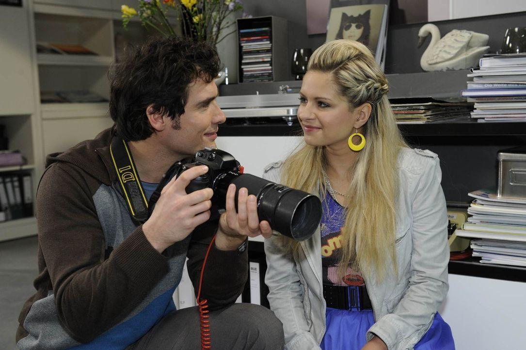 Werden sie endlich zueinander finden? Alexander (Paul Grasshoff, l.) und Mia (Josephine Schmidt, r.) ... - Bildquelle: SAT.1