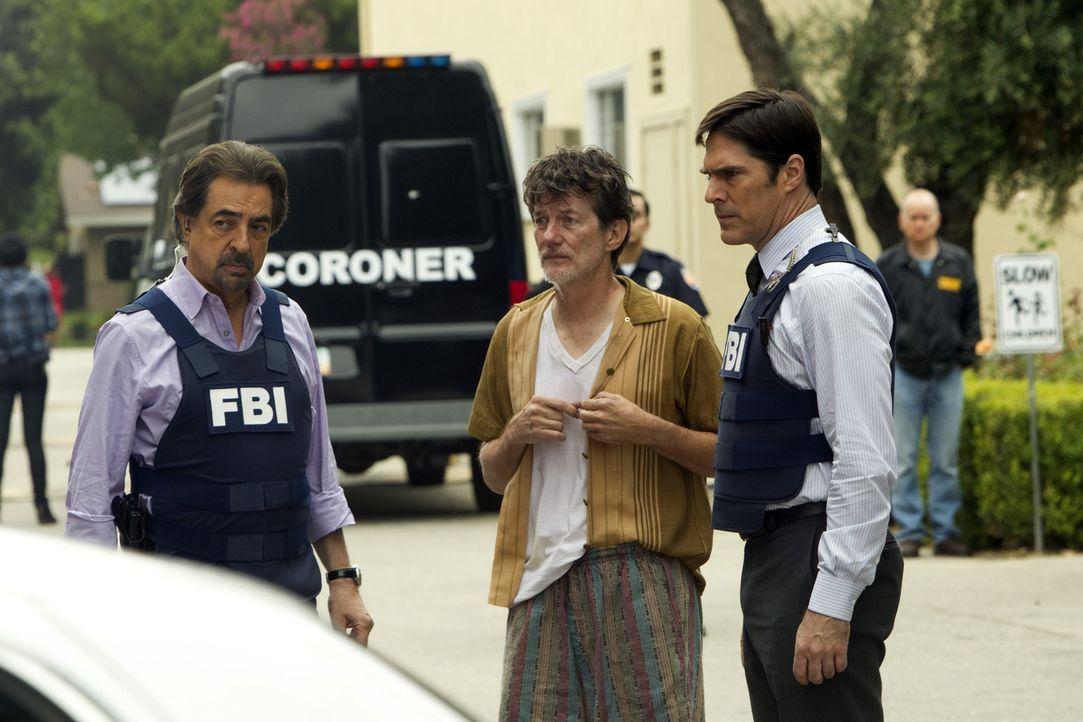 Kann Bill Robbins (John Michael Herndon, M.) Rossi (Joe Mantegna, l.) und Hotch (Thomas Gibson, r.) bei den Ermittlungen in ihrem Fall weiterhelfen? - Bildquelle: ABC Studios