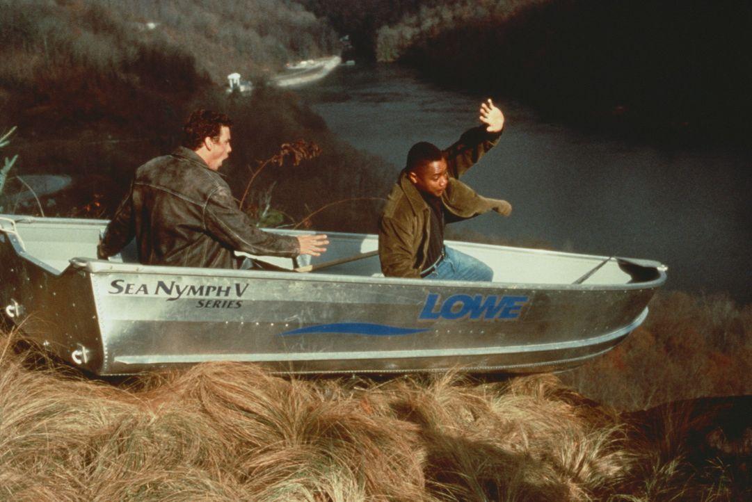 Arlo (Cuba Gooding, r.) und Tim Mason (Skeet Ulrich, l.) schlittern in ein gefährliches Abenteuer ... - Bildquelle: Warner Bros.