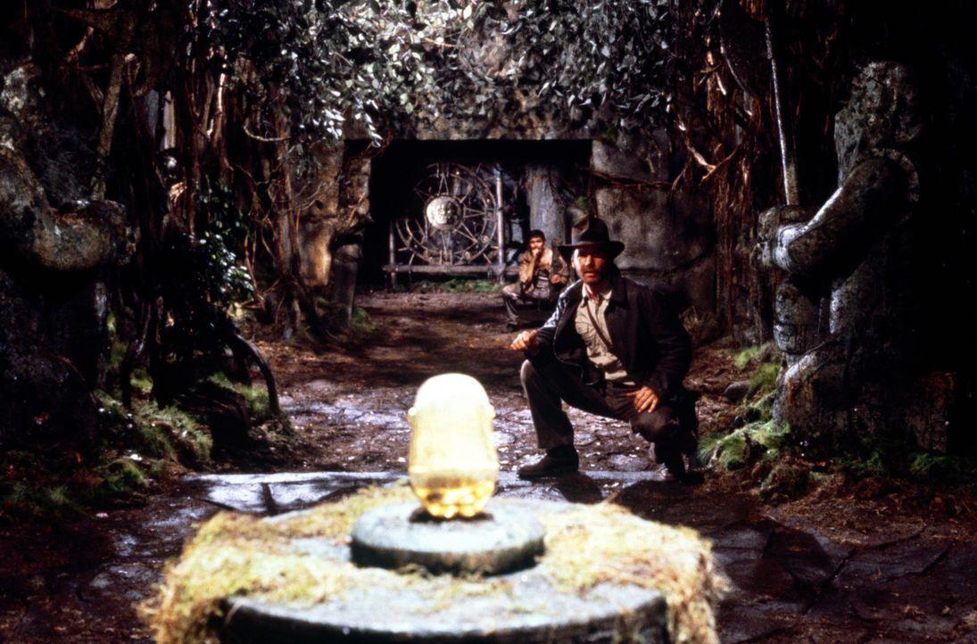 Endlich stößt Archäologieprofessor Indiana Jones (Harrison Ford) auf den Stein der Weisen ... - Bildquelle: Paramount Pictures International