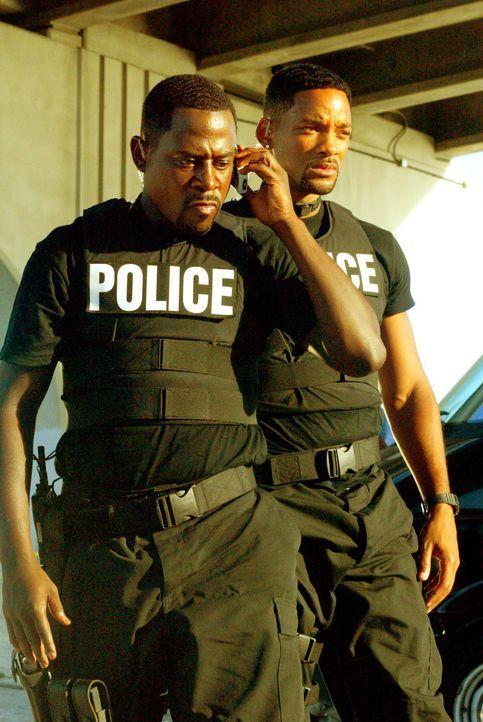 Die Bad Boys Burnett (Martin Lawrence, l.) und Lowrey (Will Smith, r.) des Miami Police Departments haben einen äußerst schwierigen Auftrag zu erl... - Bildquelle: 2004 Sony Pictures Television International. All Rights reserved.