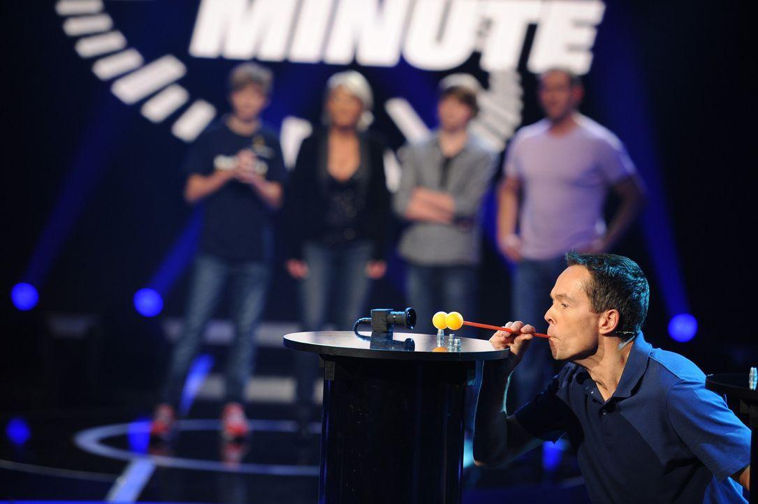 """Andreas Marsfeld (vorne) versucht sein Glück in """"Die perfekte Minute"""" ... - Bildquelle: Willi Weber SAT.1"""