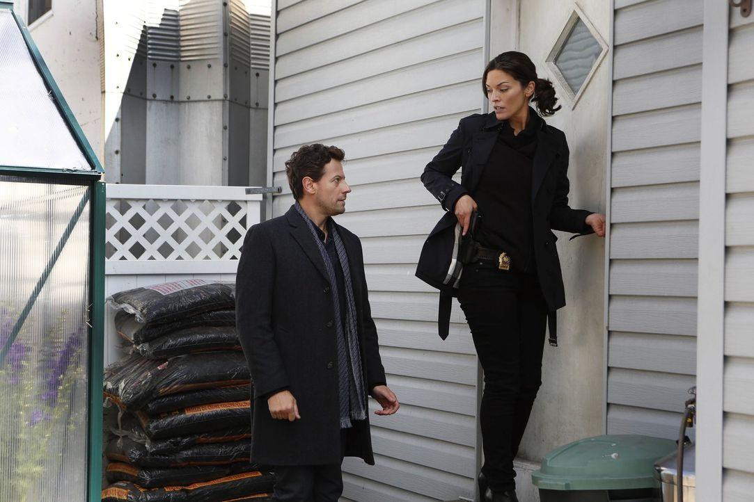 Dr. Henry Morgan (Ioan Gruffudd, l.) und Detective Jo Martinez (Alana de la Garza, r.) finden in dem Fall mit dem entgleisten Zug schnell heraus, da... - Bildquelle: Warner Brothers