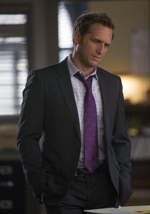 Muss gemeinsam mit Laura einen neuen verzwickten Fall aufklären: Jake (Josh Lucas) ... - Bildquelle: Warner Bros. Entertainment, Inc.