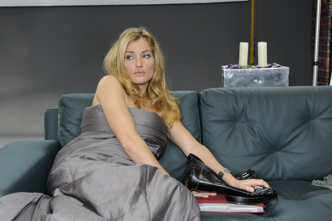 Annett (Tanja Wenzel) zeigt nach Alex liebevollem Verhalten Skrupel, ihn Davids Vertrag unterschreiben zu lassen ... - Bildquelle: SAT.1