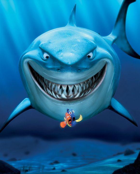 Bei der Suche nach Marlins (l.) Sohn, treffen er und Dorie (r.) auf den Hai Bruce (hinten) ? - Bildquelle: Walt Disney Pictures