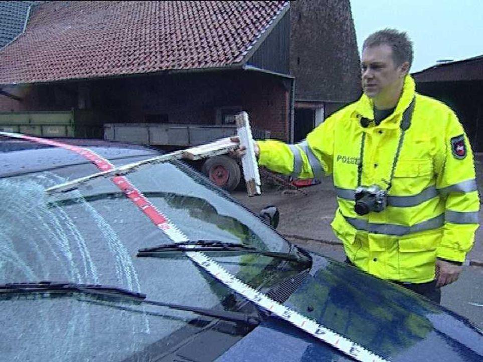 Der Verkehrsunfalldienst wird immer dann zu Rate gezogen, wenn bei Unfällen Personen zu Schaden kommen. Der Unfallhergang wird rekonstruiert und al... - Bildquelle: Sat.1
