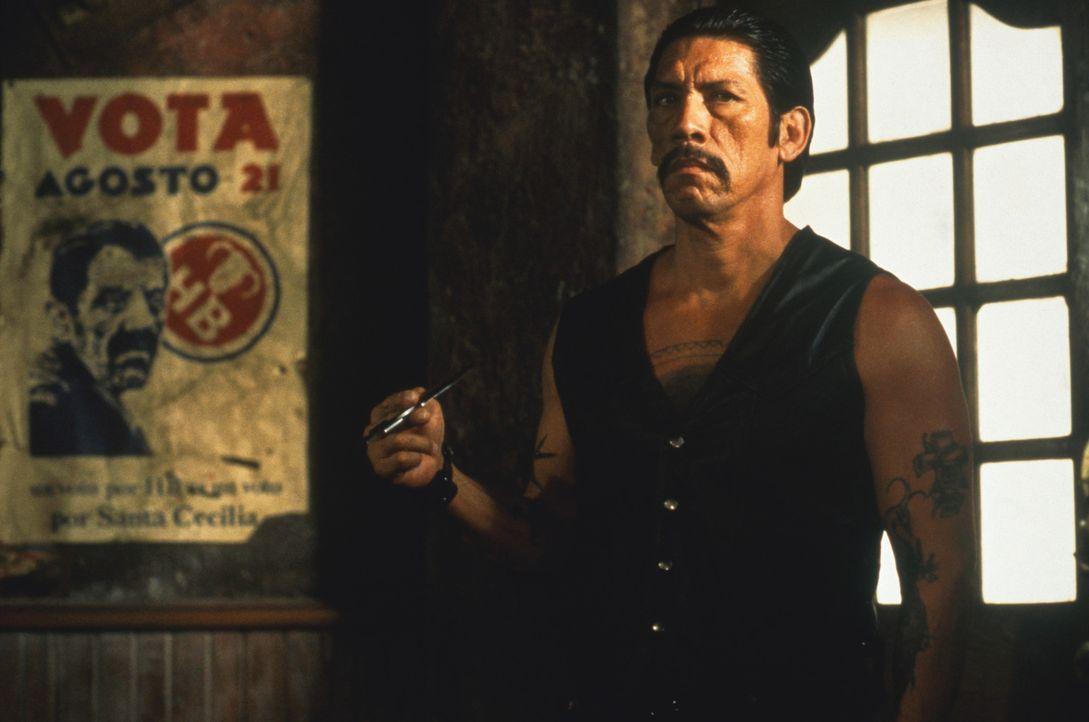 """Tot oder lebendig! Im Auftrag des kaltblütigen Drogenbarons Bucho soll sich Navajas (Danny Trejo) auf die Suche nach """"El Mariachi"""" machen. - Bildquelle: Columbia Pictures"""