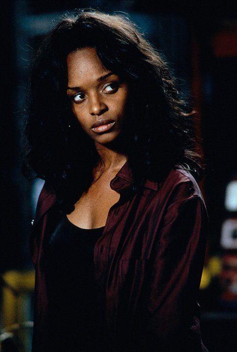 Zusammen mit der Ärztin Karen Jansen (N'Bushe Wright) will Blade den Blutsauger Frost stellen. Karen soll als Lockvogel fungieren ... - Bildquelle: Warner Bros.