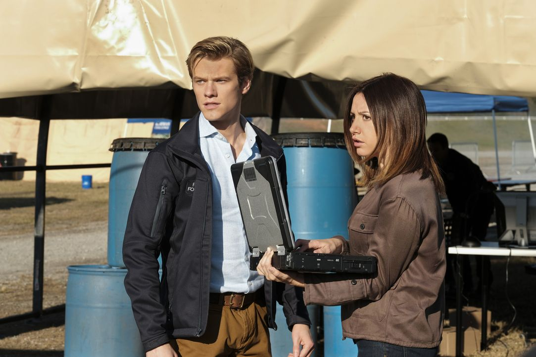 (v.l.n.r.) Angus MacGyver (Lucas Till); Allie (Ashley Tisdale) - Bildquelle: Guy D'Alema Guy D'Alema/CBS   2017 CBS Broadcasting, Inc. All Rights Reserved.