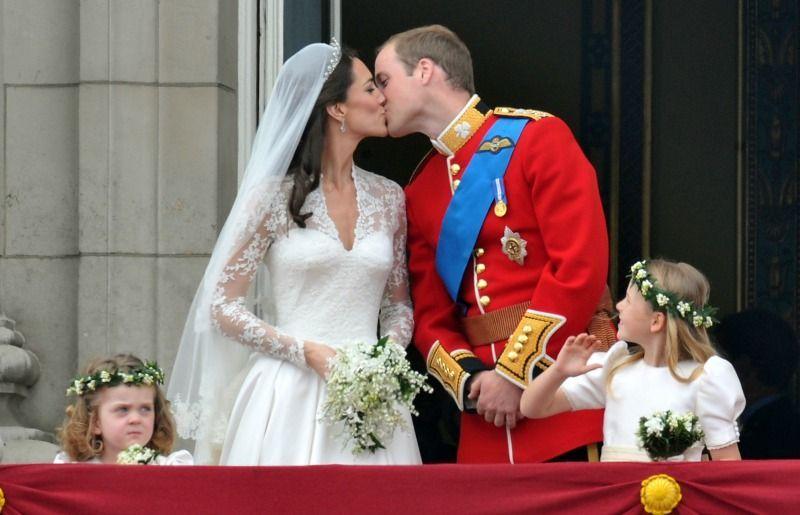 Die HochzeitAm 29. April 2011 kommt endlich der Kuss, auf den die Welt gewar... - Bildquelle: dpa - Picture Alliance