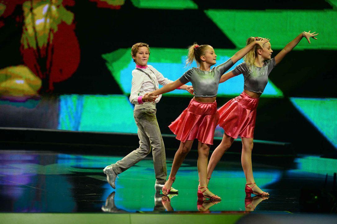 Können sie mit ihrer Performance überzeugen? Petra (M.), Christian (l.) und Franziska (r.) geben alles, um ins Finale zu kommen ... - Bildquelle: Willi Weber SAT.1