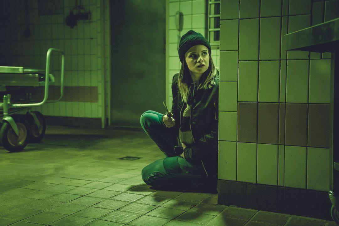 Linda (Jasna Fritzi Bauer) - Bildquelle: 2018 Ziegler Film GmbH & Co. KG / Syrreal Entertainment GmbH / Warner Bros. Entertainment GmbH