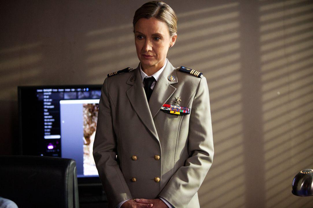 Als vermutet wird, dass einer ihrer Ex-Soldaten der Scharfschütze ist, der wahllos Menschen erschießt, wird Oberstleutnant Amélie Davout (Catherine... - Bildquelle: Jaïr Sfez 2012 BEAUBOURG AUDIOVISUEL
