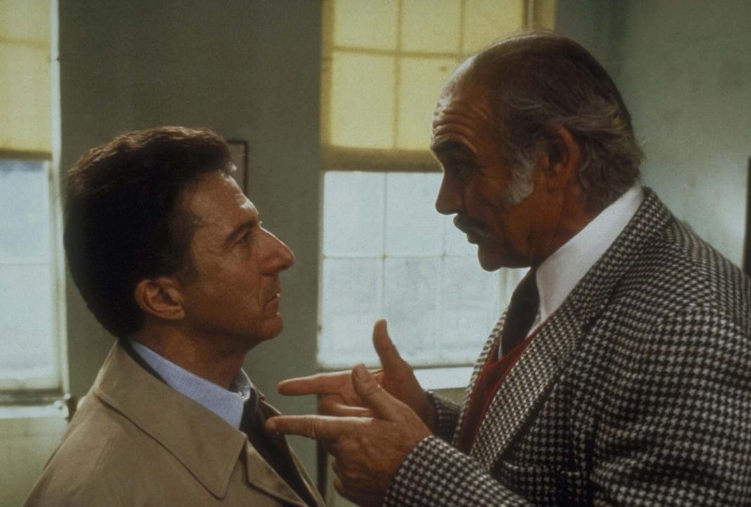 Jessie (Sean Connery, r.) will seinen seriös gewordenen Sohn Vito (Dustin Hoffman, l.) überreden, wieder einen Bruch zu machen ...