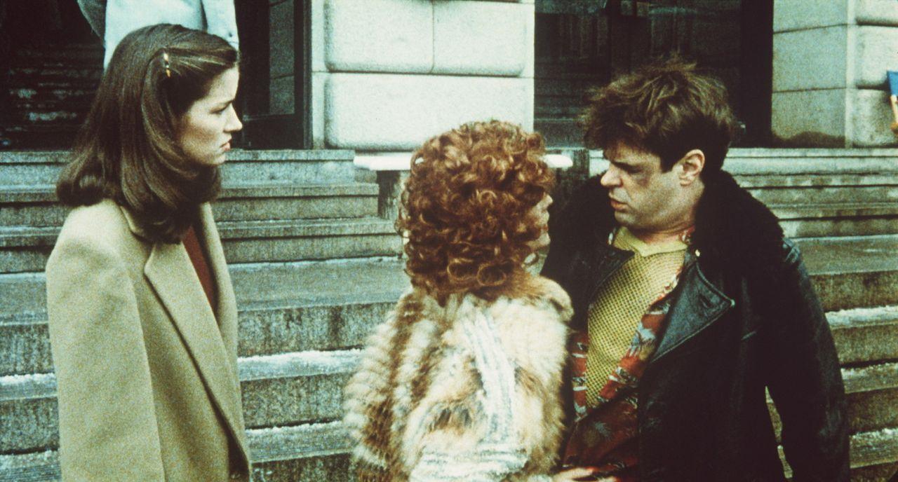 Seiner Privilegien, seines Geldes und seines Erfolges beraubt, muss sich Louis (Dan Aykroyd, r.) total heruntergekommen als Straßenpenner durchschl... - Bildquelle: Paramount Pictures