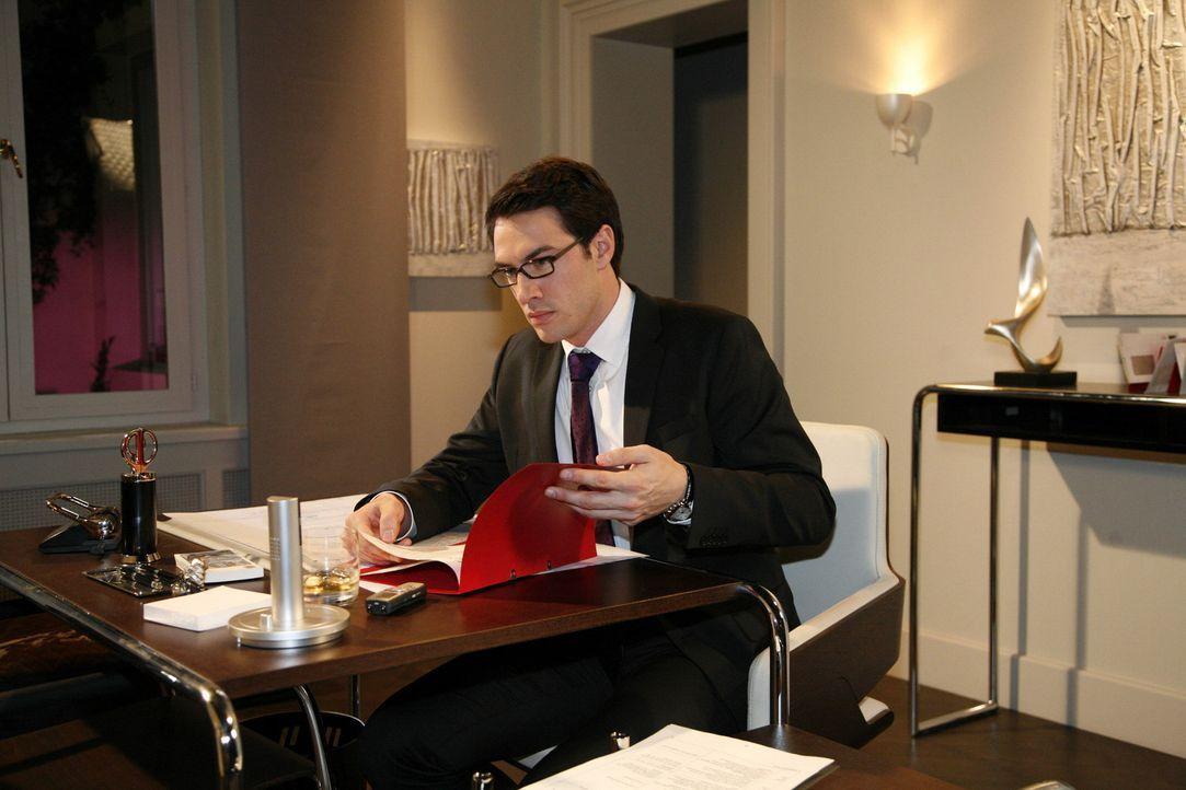Mark (Arne Stephan) lässt sich hinreißen, bei Philip zu spionieren - und macht einen interessanten Fund ... - Bildquelle: SAT.1