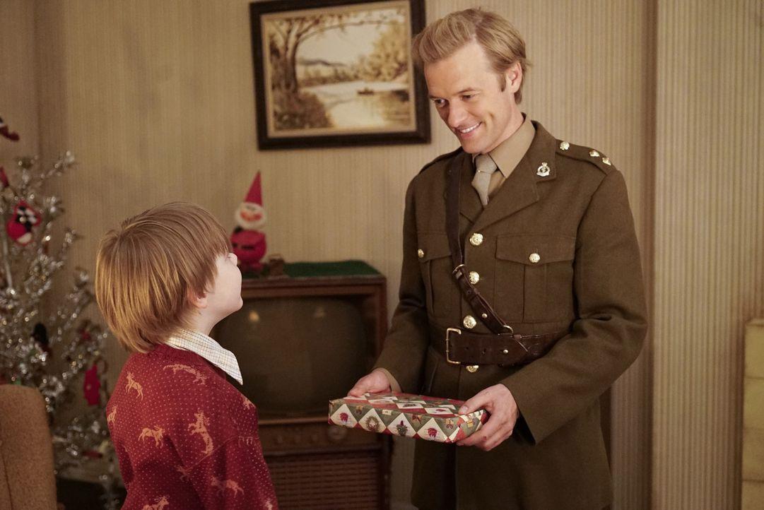 Erinnert sich zurück an seine Zeit mit seinem Halbbruder Nicholas (Andy Walken, l.): Ducky (Adam Campbell, r.) ... - Bildquelle: Bill Inoshita CBS Television