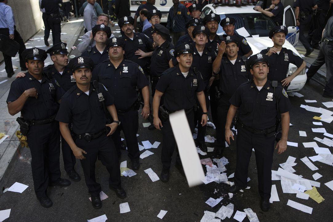Am 11. September 2001 fliegen Terroristen zwei Passagiermaschinen in die Türme des World Trade Centers. Todesmutig versucht eine Einheit der New Yor... - Bildquelle: TM & © Paramount Pictures. All Rights Reserved.