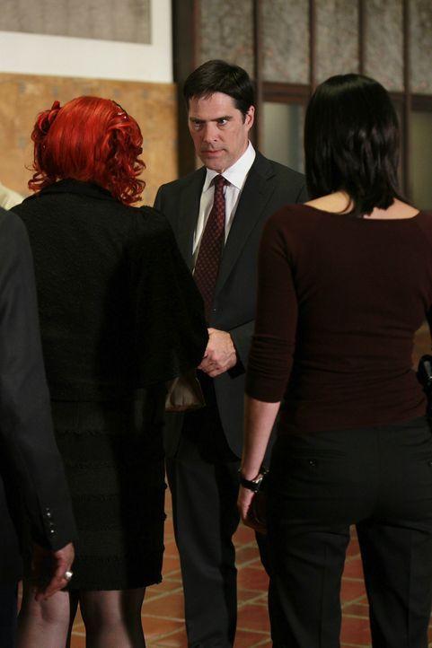Werden sie den Mörder der jungen Kelly fassen können? Hotch (Thomas Gibson, M.), Garcia (Kirsten Vangsness, l.) und Prentiss (Paget Brewster, r.) ..... - Bildquelle: ABC Studios