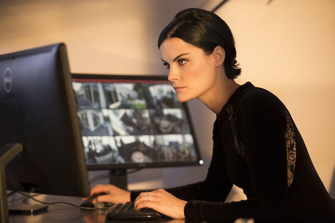 Muss alles tun, um zu verhindern, dass tödliche Informationen in die falschen Hände geraten: Jane (Jaimie Alexander) ... - Bildquelle: Warner Brothers
