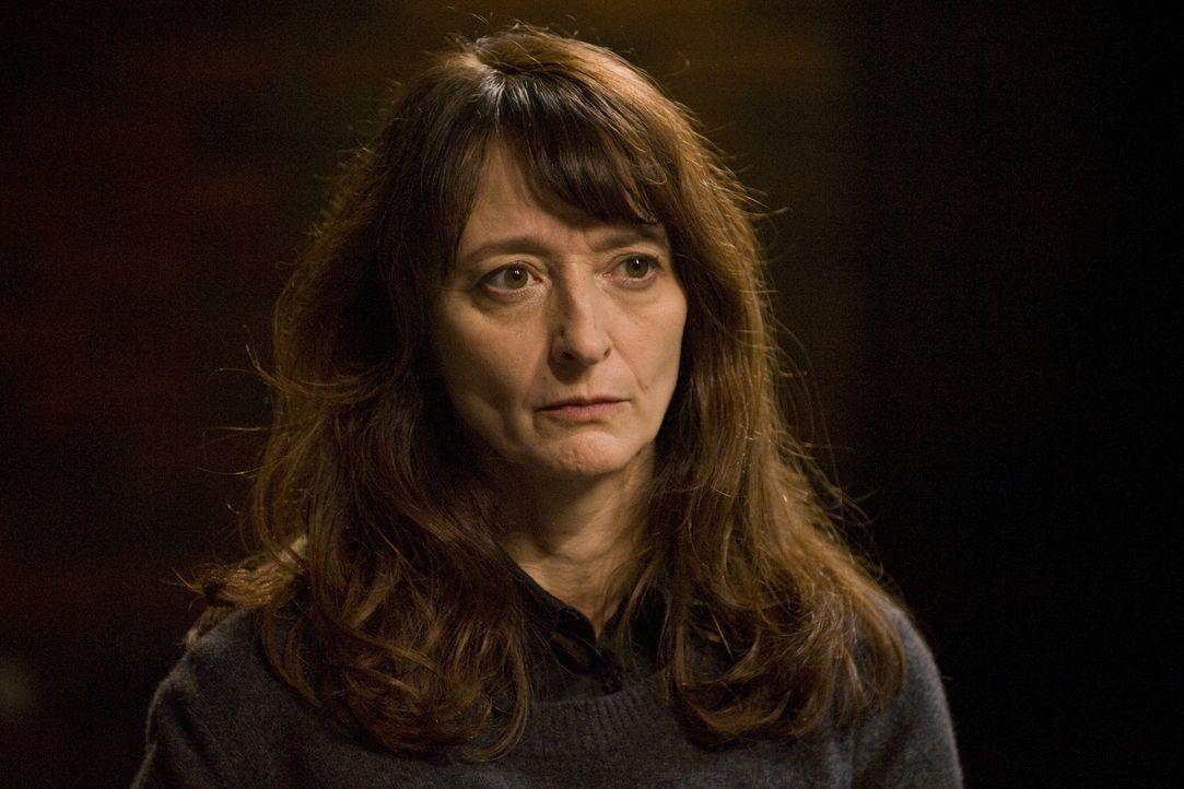 Hélène Dutilleau (Judith Henry) gibt sich als Grundschullehrerin aus, doch ist sie wirklich eine harmlose Pädagogin? - Bildquelle: 2015 BEAUBOURG AUDIOVISUEL