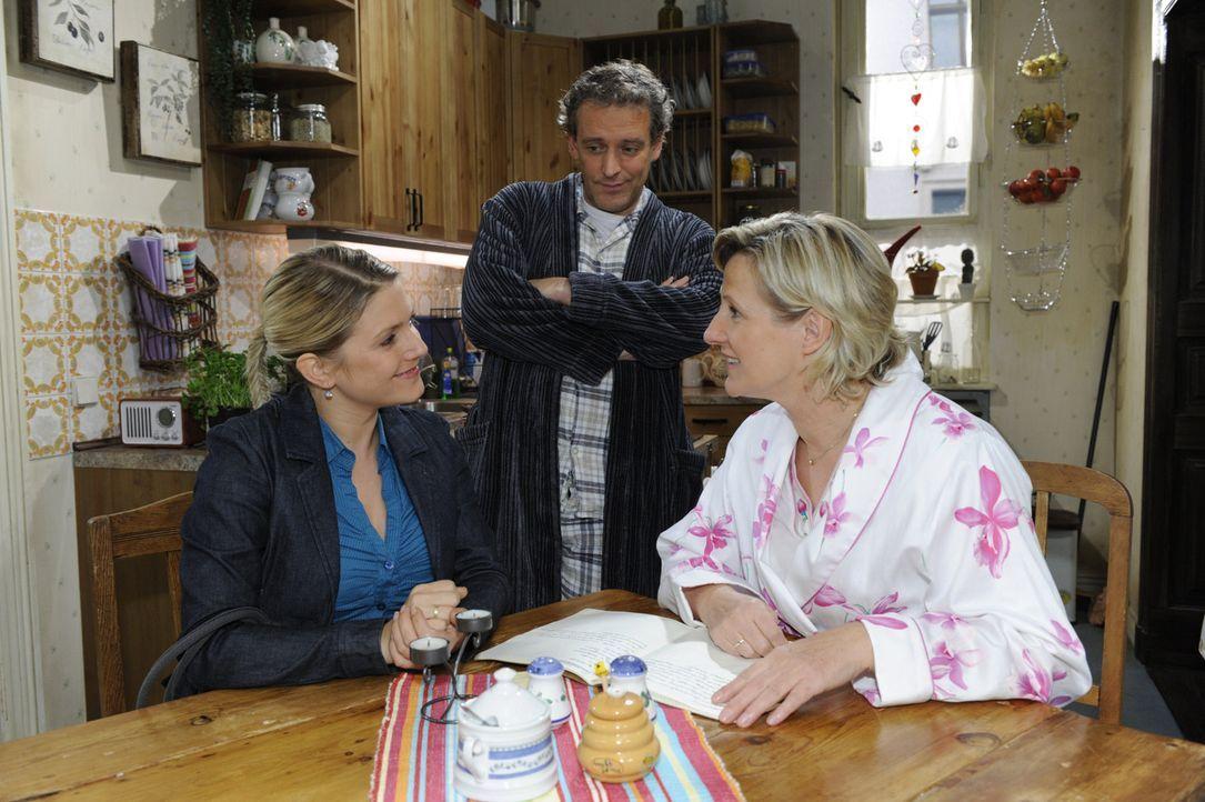 Anna (Jeanette Biedermann, l.), Ingo (Wolfgang Wagner, M.) und Susanne (Heike Jonca, r.) freuen sich über ihren Fund ... - Bildquelle: SAT.1