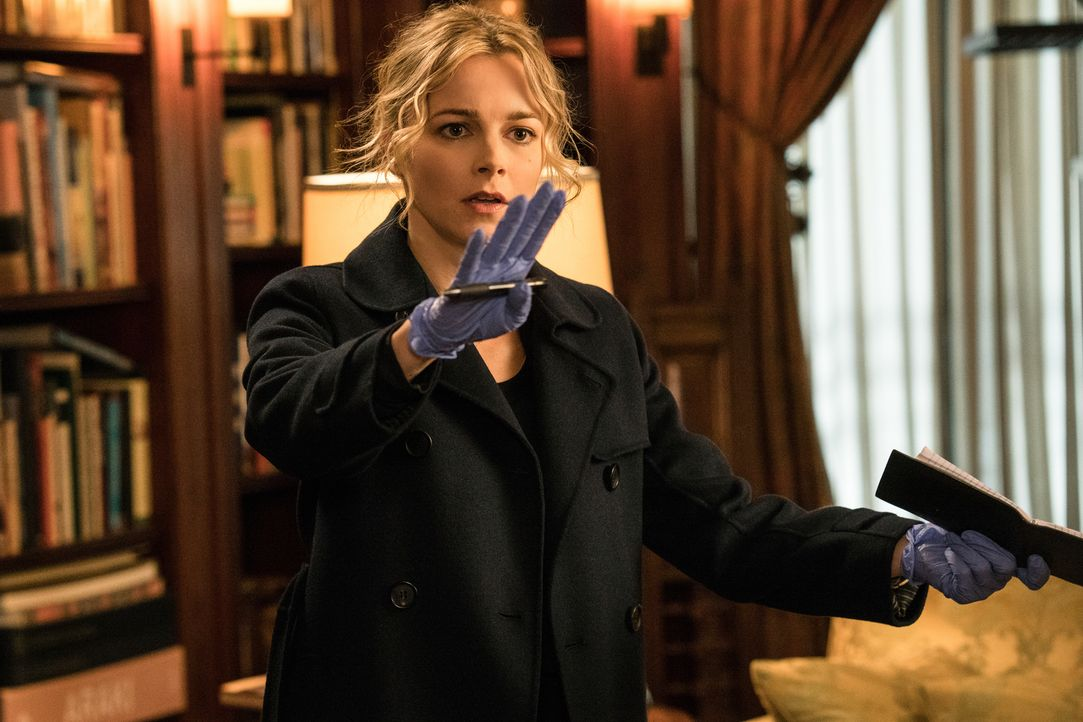Bei den Ermittlungen zu ihrem neuen Fall gerät Detective Lizzie Needham (Bojana Novakovic) in eine riskante Situation ... - Bildquelle: Jonathan Wenk Jonathan Wenk /CBS   2017 CBS Broadcasting Inc. All Rights Reserved.