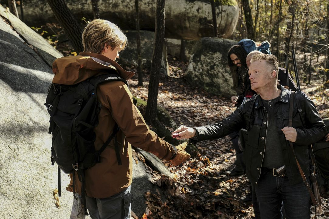 MacGyver (Lucas Till, l.); Giovanni (Justin Welborn, r.) - Bildquelle: Guy D'Alema 2018 CBS Broadcasting, Inc. All Rights Reserved