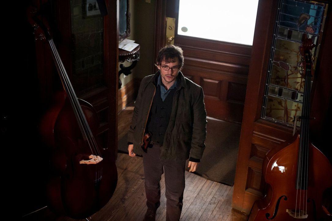 Im Konzertsaal von Baltimore wird ein Mitglied des Sinfonie-Orchesters ermordet aufgefunden. Ihm wurde die Kehle geöffnet, ein Cello-Hals reingeste... - Bildquelle: Brooke Palmer 2013 NBCUniversal Media, LLC