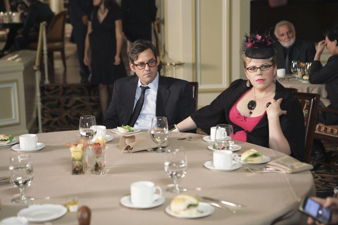 Kevin (Nicholas Brendon, l.) und Garcia (Kirsten Vangsness, r.) können nicht fassen, dass sie ausgerechnet jetzt, wo Hotch sie braucht, nach Nashvi... - Bildquelle: Touchstone Television