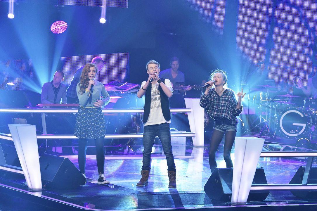 The-Voice-Kids-Stf03-Epi05-28-Amber-Tamino-Julie-SAT1-Andre-Kowalski - Bildquelle: SAT.1/ Andre Kowalski