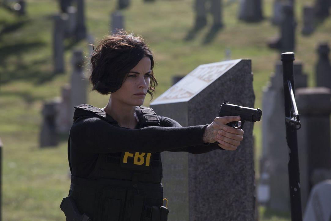 Noch ahnt Jane (Jaimie Alexander) nicht, dass Tom Carter von der CIA sie am liebsten beseitigen würde ... - Bildquelle: Warner Brothers