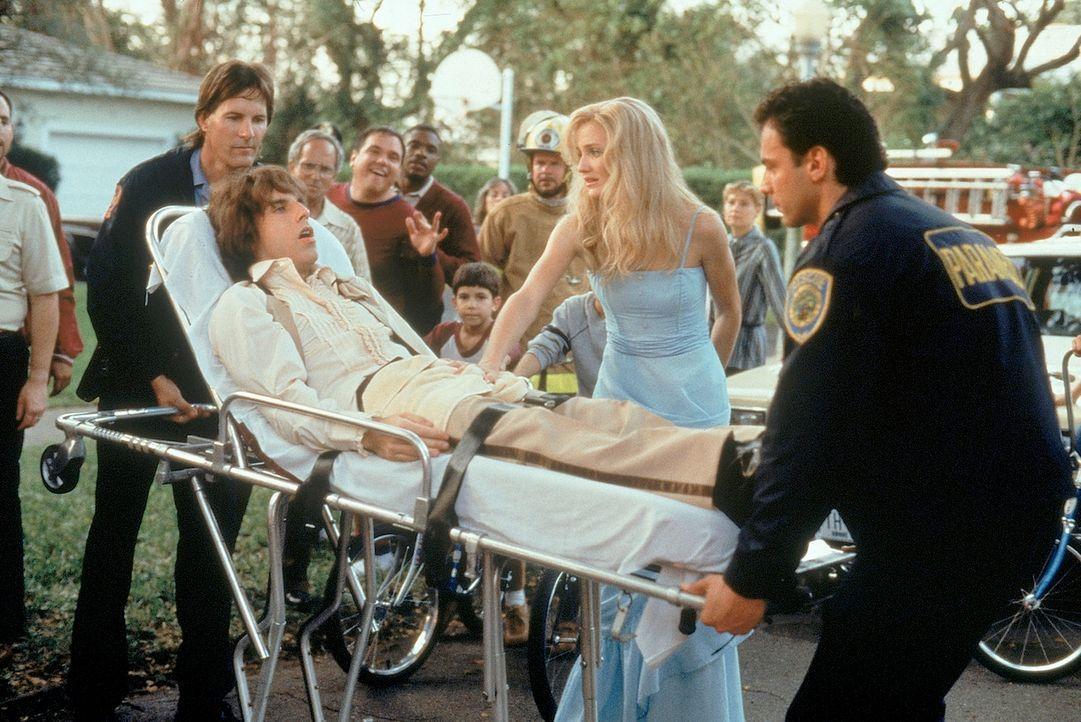 Das Date mit seiner großen Liebe Mary (Cameron Diaz, 2.v.r.) endet für den ungeschickten Ted (Ben Stiller, 2.v.l.) in der Notaufnahme ... - Bildquelle: 1998 Twentieth Century Fox Film Corporation. All rights reserved.