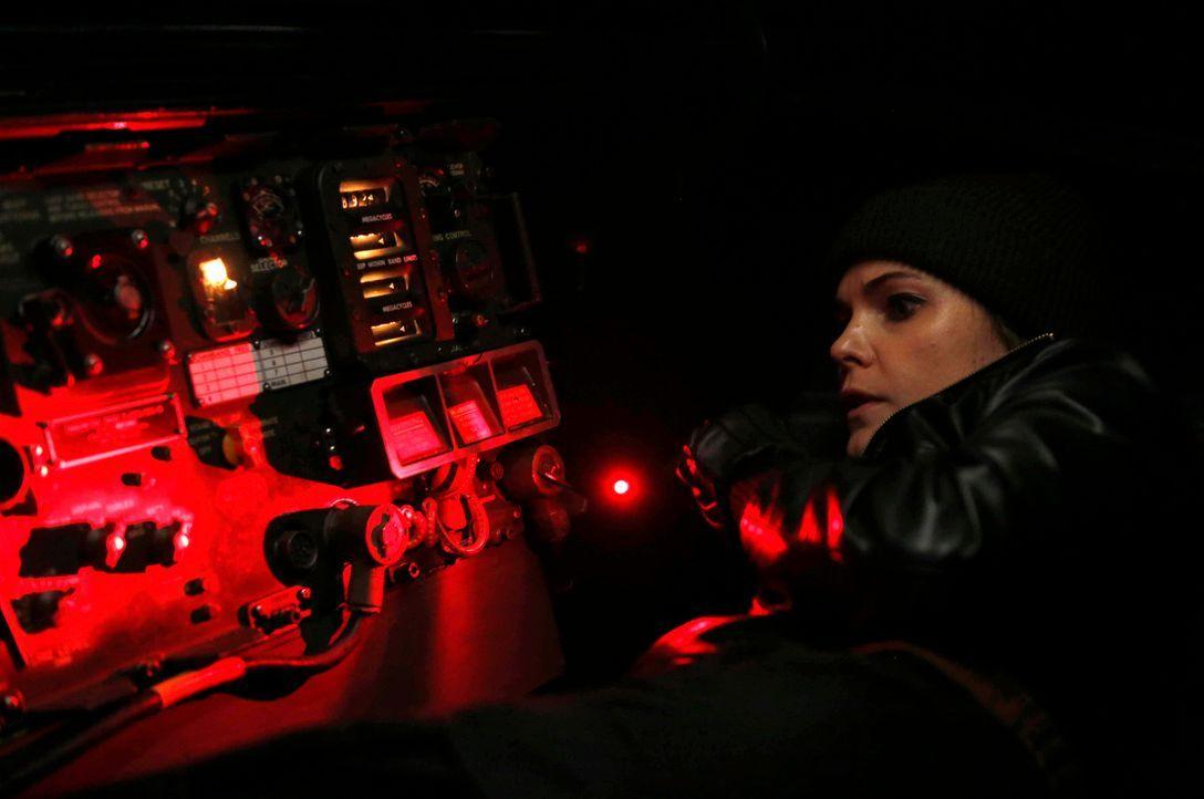 Kaum hat Elizabeth (Keri Russell) den Code des neuen Verschlüsselungssystems für die FBI- Funkgeräte geknackt, da wird der Code auch wieder geändert... - Bildquelle: Motion Picture   2013 Twentieth Century Fox Film Corporation and Bluebush Productions, LLC. All rights reserved.
