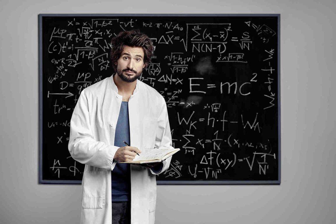 """Einsteins Ur-Urenkel, der Physikprofessor Felix """"Einstein"""" Winterberg (Tom Beck), lehrt die Bochumer Gangster mithilfe seiner unkonventionellen Ermi... - Bildquelle: Martin Bauendahl SAT.1"""