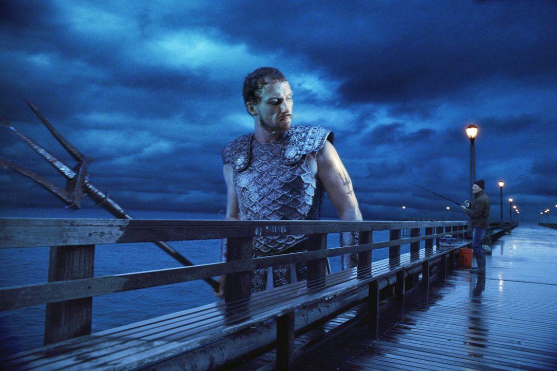 Poseidon (Kevin McKidd) versucht alles, um seinen sterblichen Sohn, Percy, vor der Rache seiner Brüder Zeus und Hades zu schützen. Doch das ist ga... - Bildquelle: 2010 Twentieth Century Fox Film Corporation. All rights reserved.