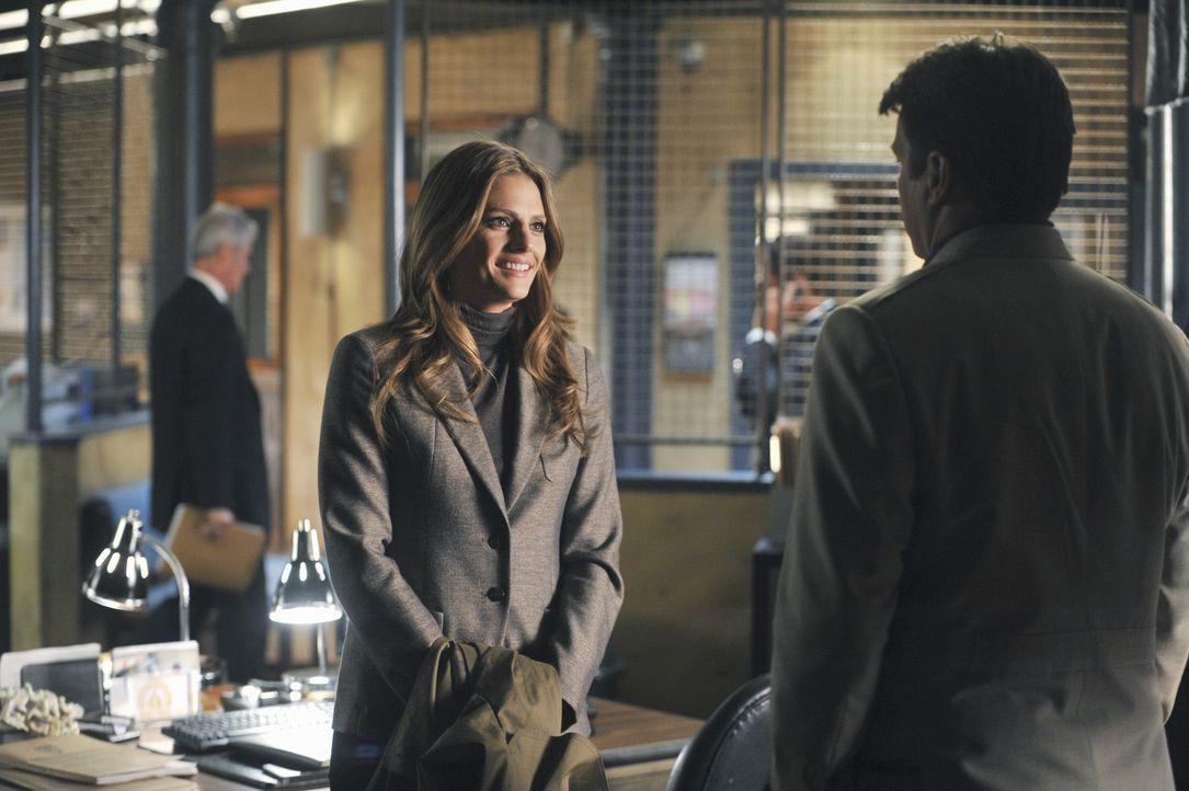 Bei ihren Ermittlungen kommen Castle (Nathan Fillion, r.) und Beckett (Stana Katic, M.) einer Verschwörung auf die Spur ... - Bildquelle: ABC Studios