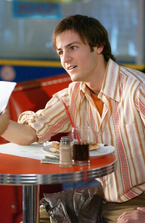 Um seine frisch verheirateten Eltern zu schocken, entwickelt  Andrew (Fraser McGregor) einen perfekten Plan: Er küsst vor ihren Augen seine Halbsch... - Bildquelle: ABC FAMILY