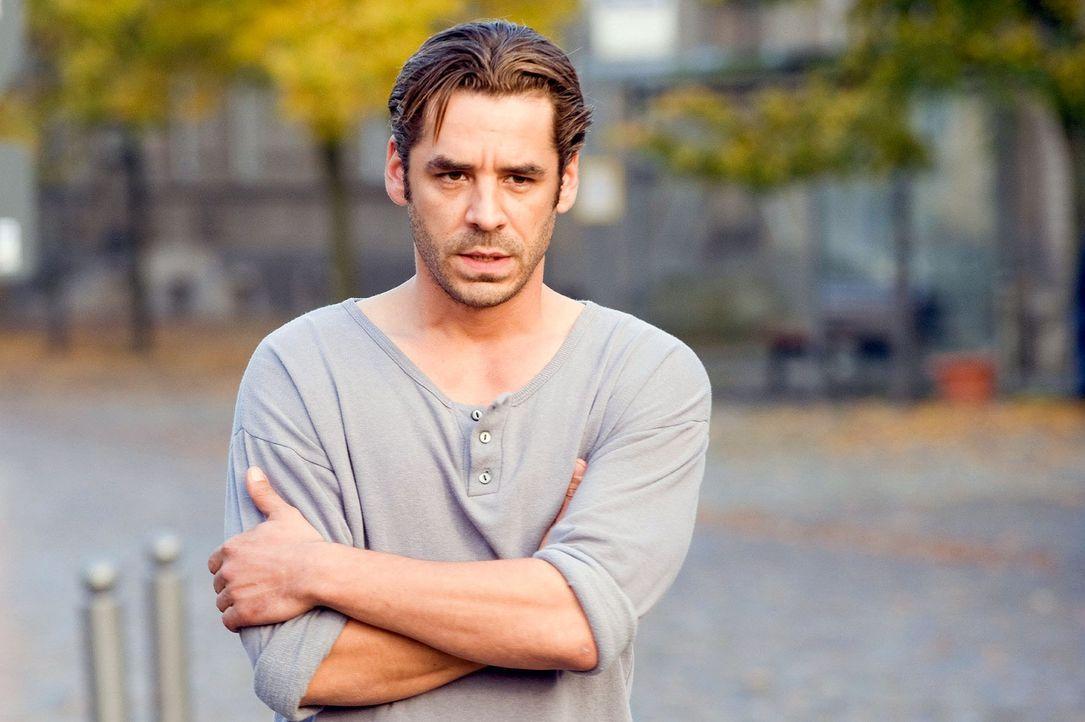 Ben (Tobias Oertel) ist überrascht, dass Maja von ihrem Verlobten abgeholt wird. - Bildquelle: Sat.1