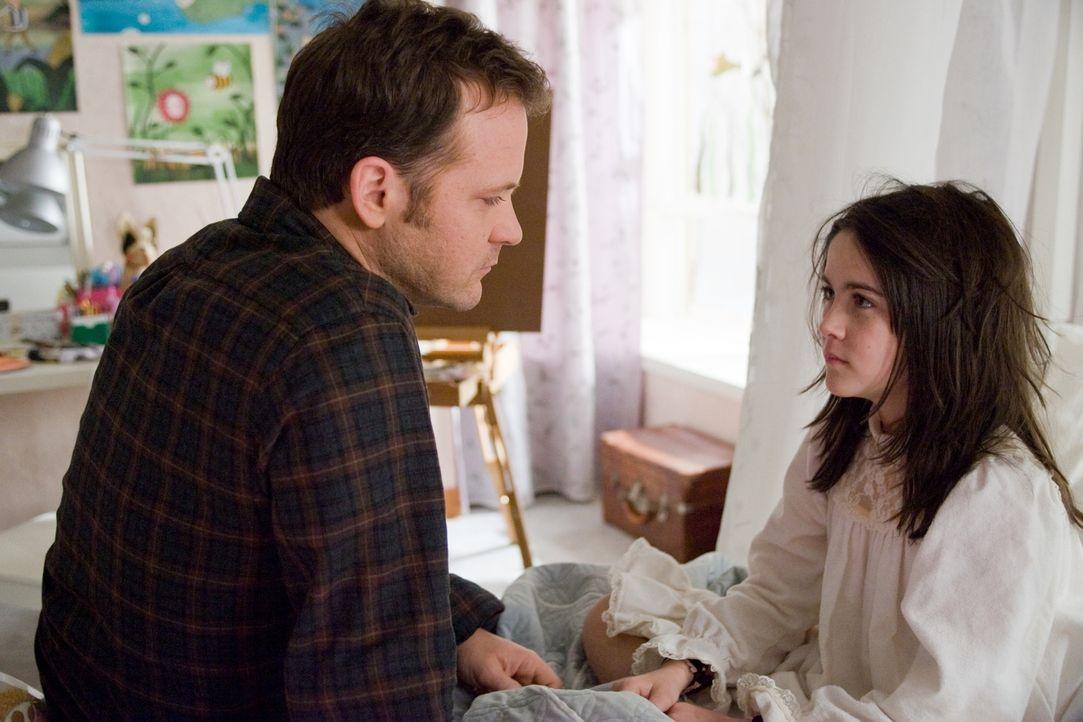 Noch ahnt John (Peter Sarsgaard, l.) nicht, welch infamen Plan das kleine Waisenkind Esther (Isabelle Fuhrman, r.) geschmiedet hat, um ihn an sich z... - Bildquelle: Kinowelt