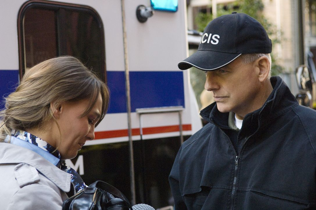 Gibbs (Mark Harmon, r.) versucht herauszufinden, warum Ducky angegriffen wurde ... - Bildquelle: CBS Television